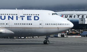 Flyers approve of United crackdown on carry-on baggage