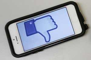 Facebook: to Dislike or Emoji?