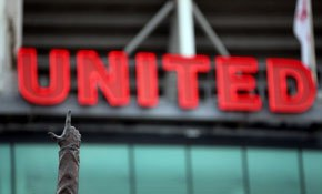 Football fans divided over Moyes sacking