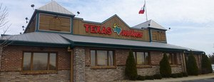 Texas Roadhouse widens gap with rivals